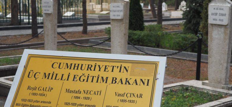 ODTÜ ADT olarak Türk Devrimi'nin önderlerinden Dr.  Reşit Galip, Mustafa Necati ve Vasıf Çınar'ın mezarlarını ziyaret ettik.